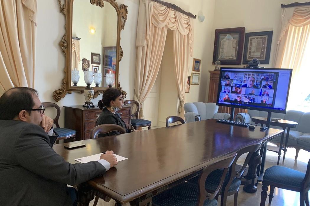 Gestione emergenza covid-19, stamattina la videoconferenza tra Comuni, Asl e Regione Puglia