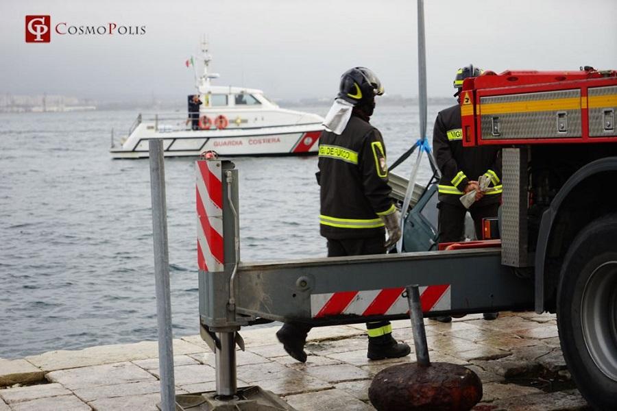 Motocarro in mare. Muore 55enne