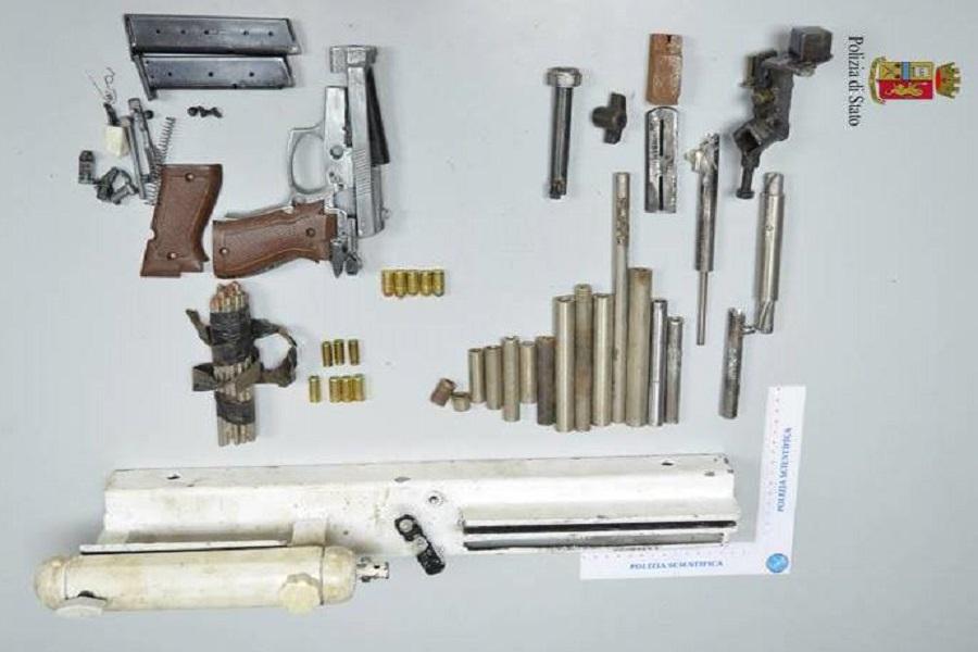Pistola clandestina e munizioni in casa