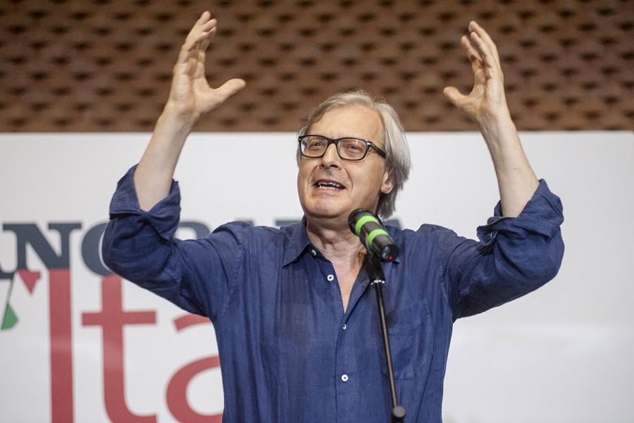Sgarbi a Taranto per sostenere la candidatura di Stefania Fornaro