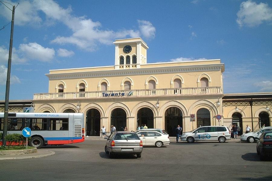 Anziano in stato confusionale nella Stazione di Taranto