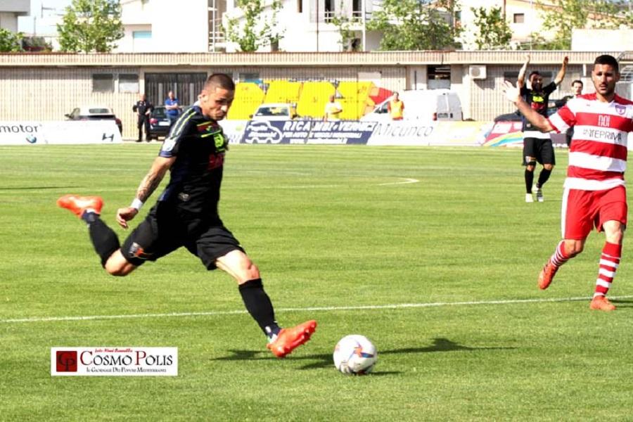 Il Taranto sbanca Altamura e va in finale