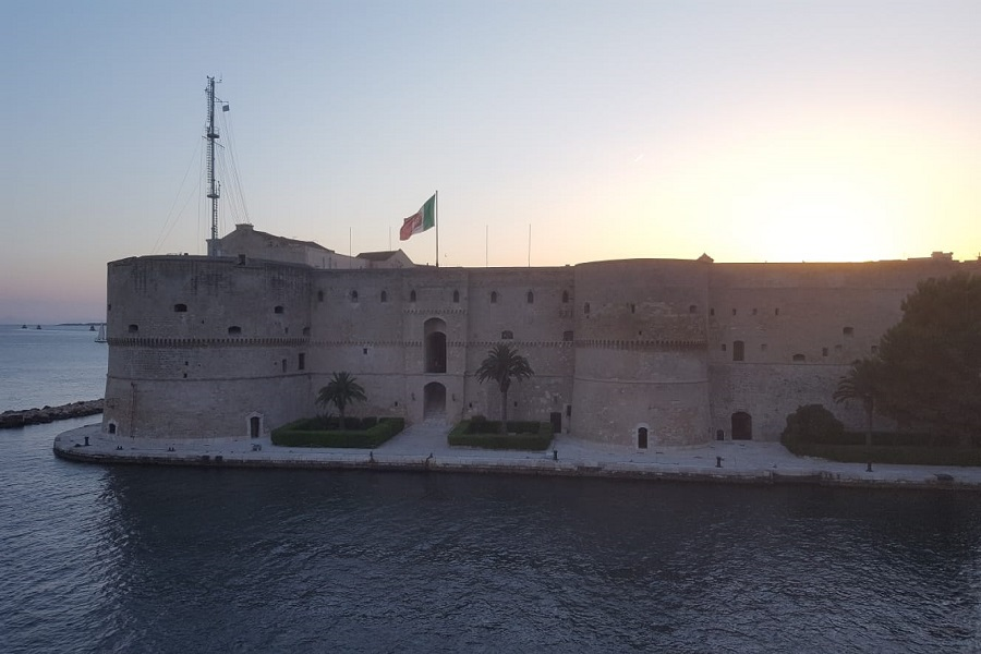 Cenare dentro il Castello Aragonese? Non è soltanto un sogno