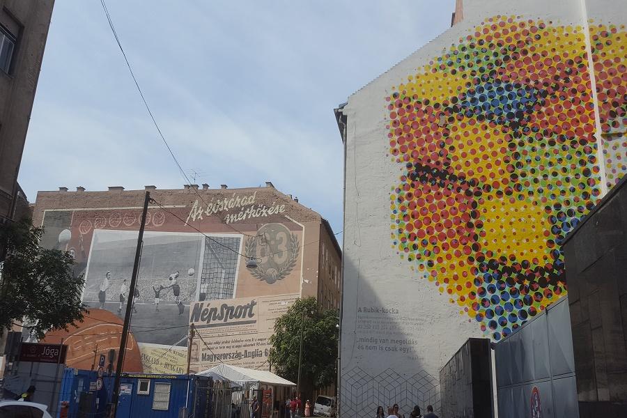 """Anche Budapest ha i suoi murales in """"città vecchia"""""""