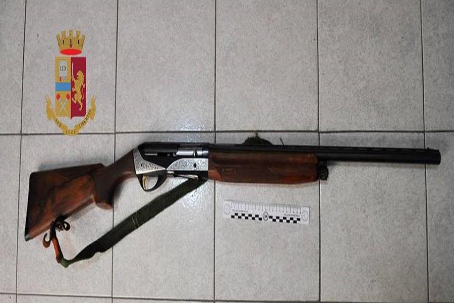 Aveva in casa un fucile rubato: arrestato pregiudicato