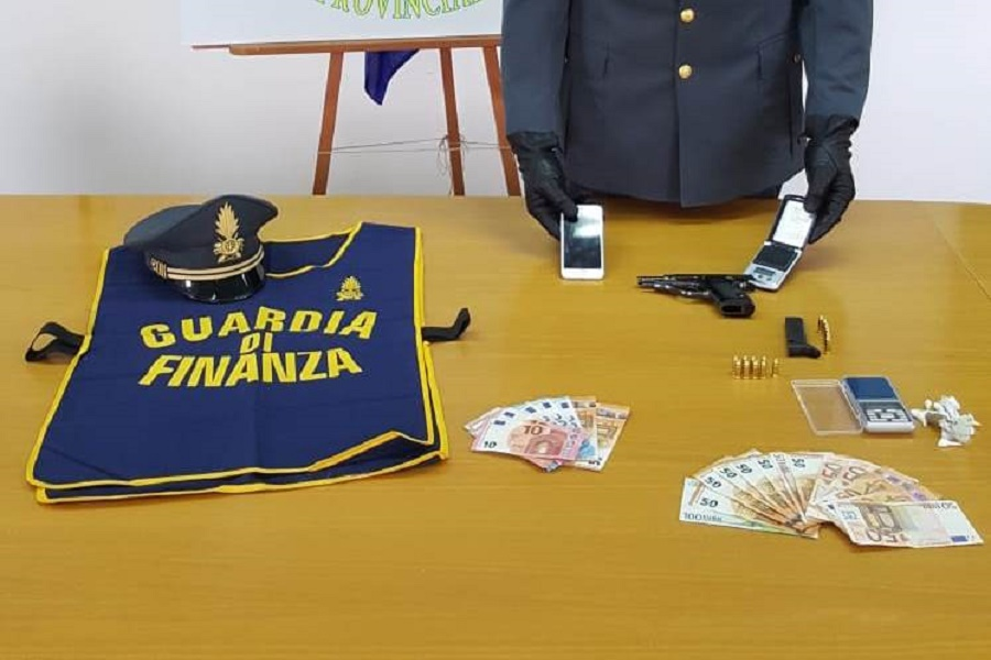 Sequestrata una pistola e dosi di cocaina: arrestato 31 enne