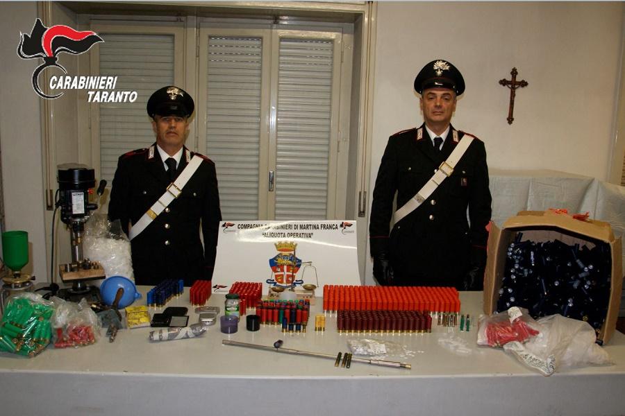 Munizioni clandestine e armi artigianali: nei guai un 53 enne già agli arresti