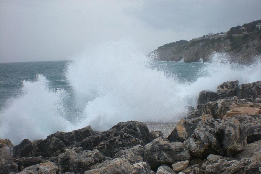 Taranto, stagione balneare in ritardo tra burocrazia e maltempo