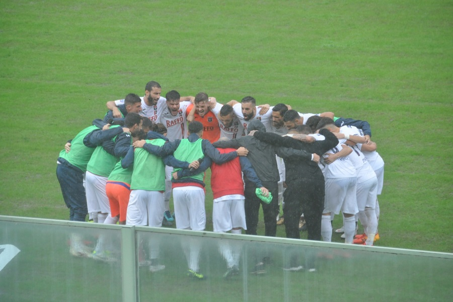 L'arbitro e la pioggia condannano il Taranto