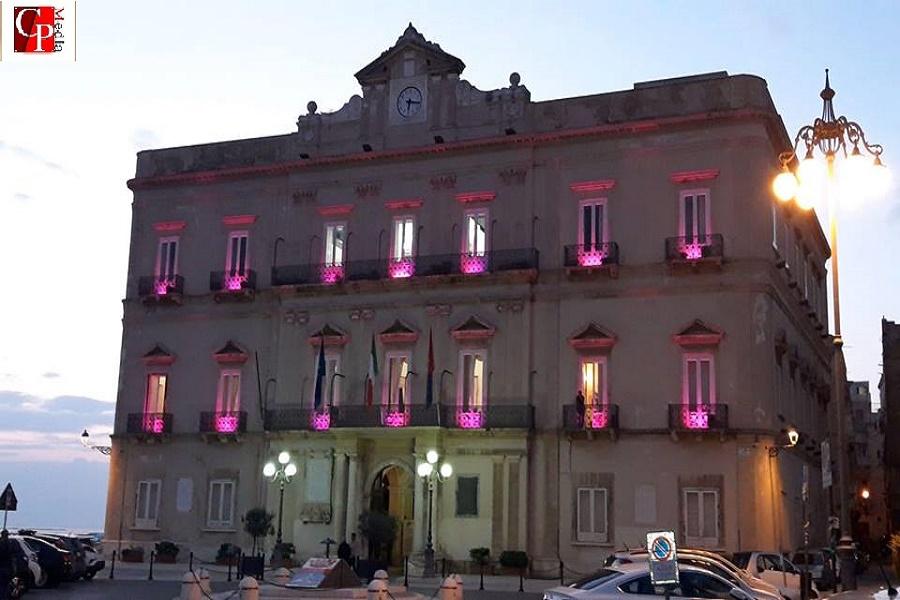 Palazzo di Città, 13 consiglieri rassegnano le dimissioni
