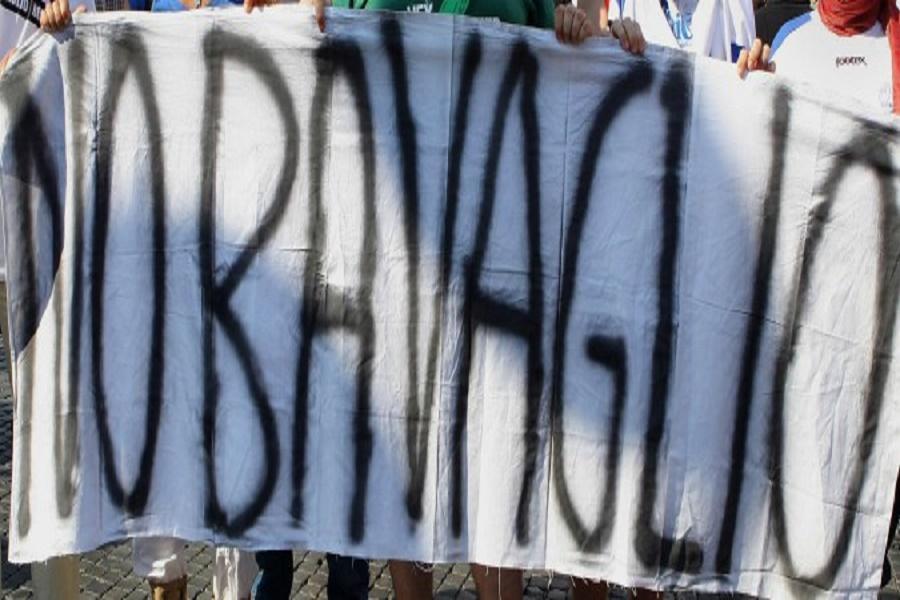 """""""Giù le mani dall'informazione"""": manifestazione a sostegno della stampa"""