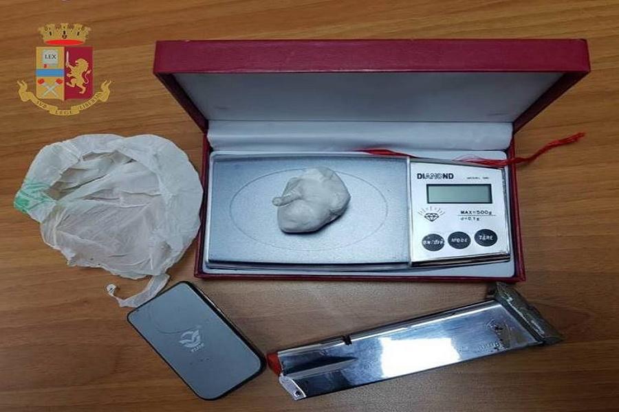 Spacciava cocaina in casa: denunciato 37 enne