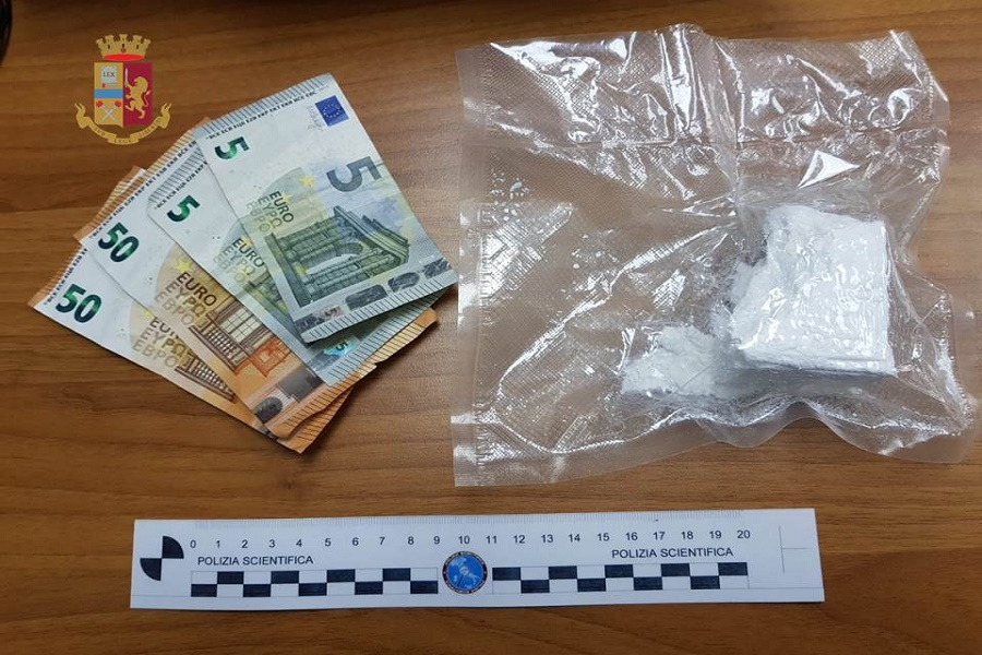 In giro con la cocaina: arrestato un 17 enne