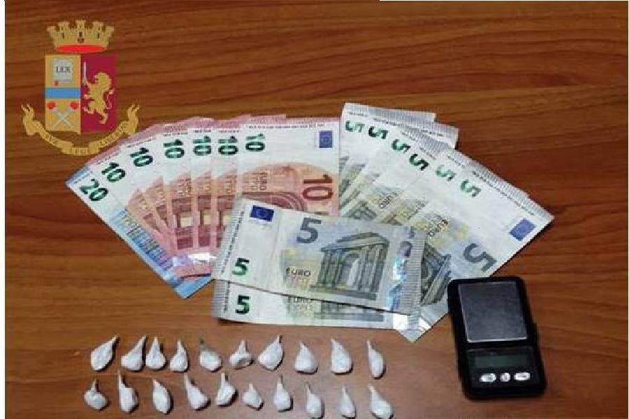 Spacciava cocaina nonostante i domiciliari