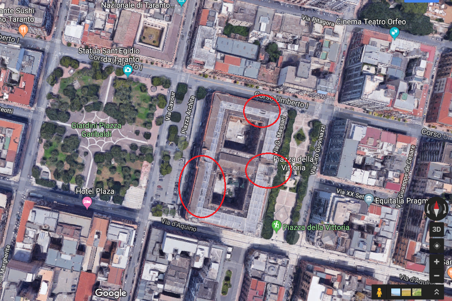 Nei tondini rossi si scorgono i danni al solaio di Palazzo degli Uffici. Fonte Google Maps