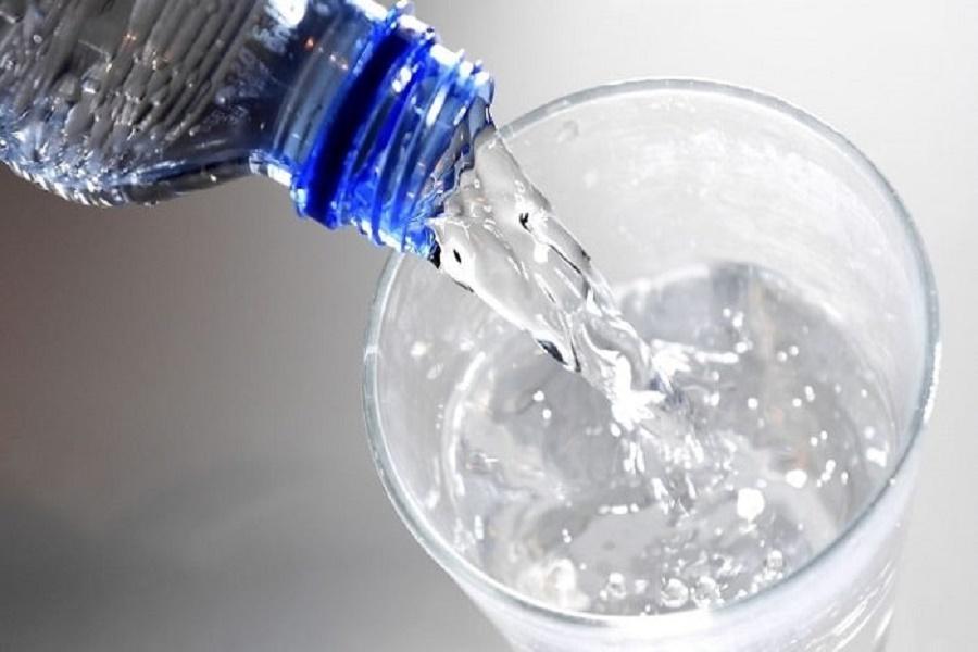 Beve detersivo al posto dell'acqua in un bar: grave 28 enne