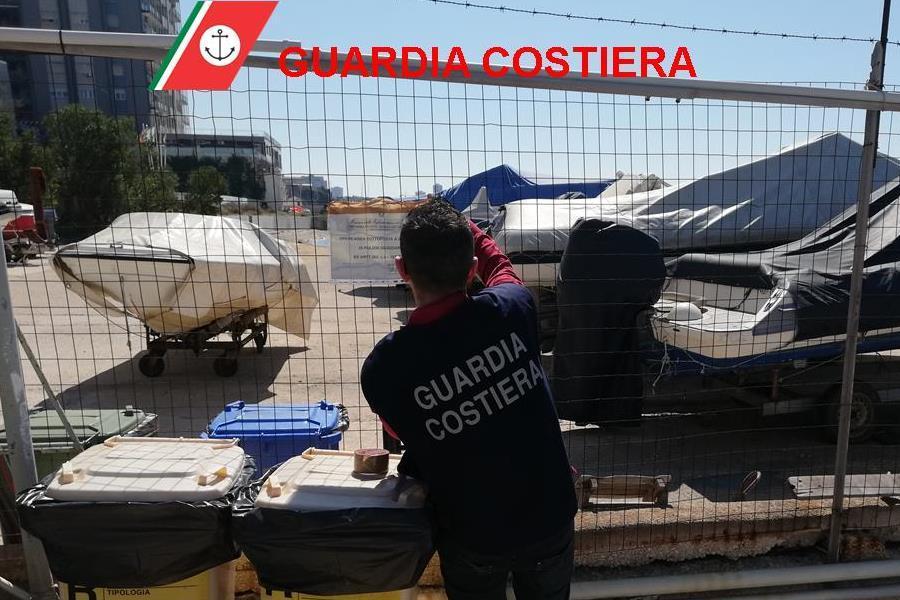 Attività abusiva di rimessaggio barche su demanio marittimo