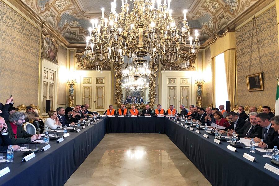 Puglia, emergenza gelate: il ministro Centinaio a Bari