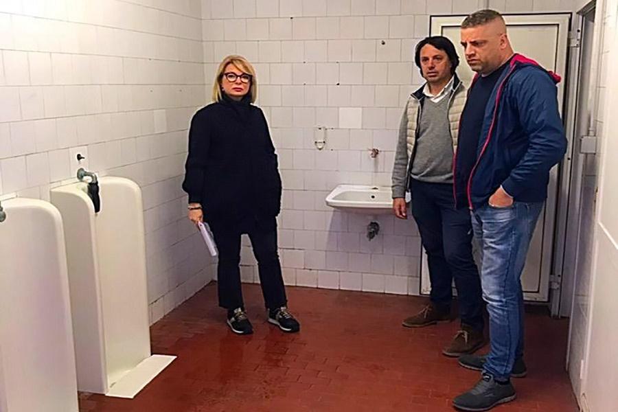 """Questione """"bagni pubblici"""", il Comune: """"Inadempiente la ditta"""""""