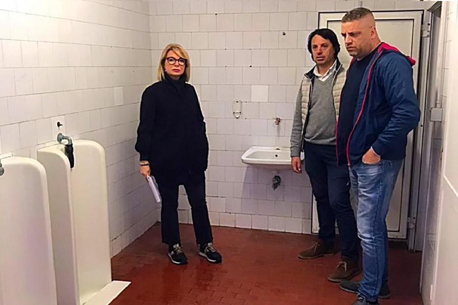Il Comune decide di occuparsi dei bagni pubblici