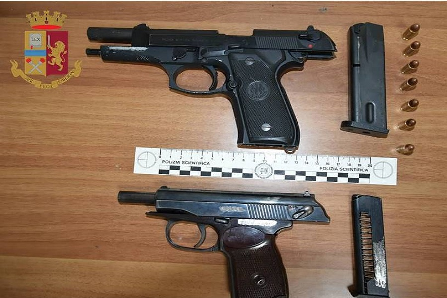 Nasconde armi in casa: arrestata 30 enne