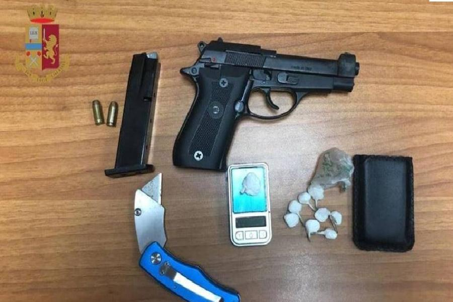Pistola in casa: arrestato
