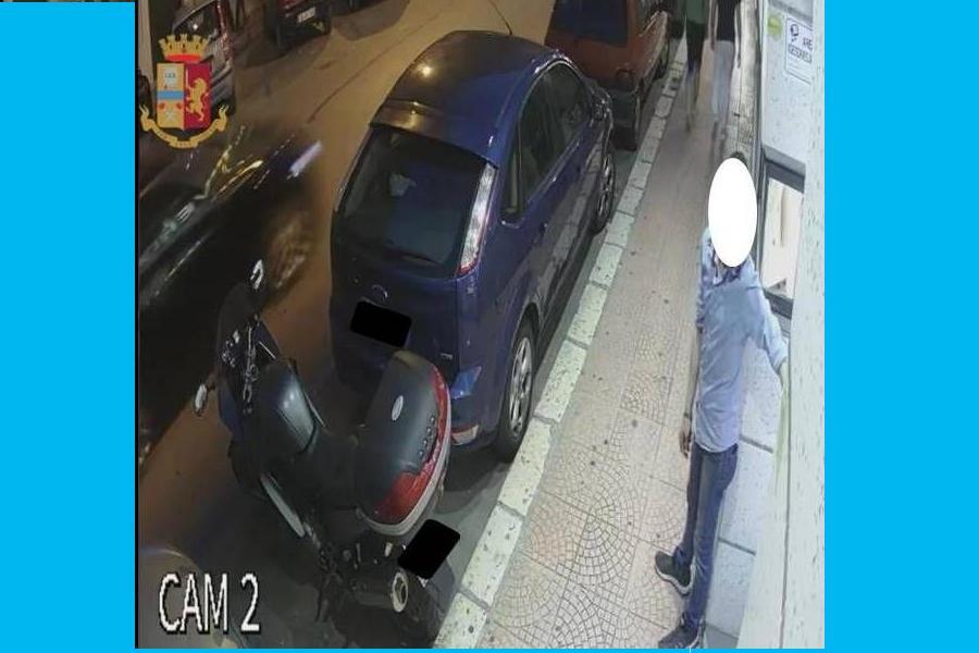 Tentato furto in gioielleria ripreso dalle telecamere