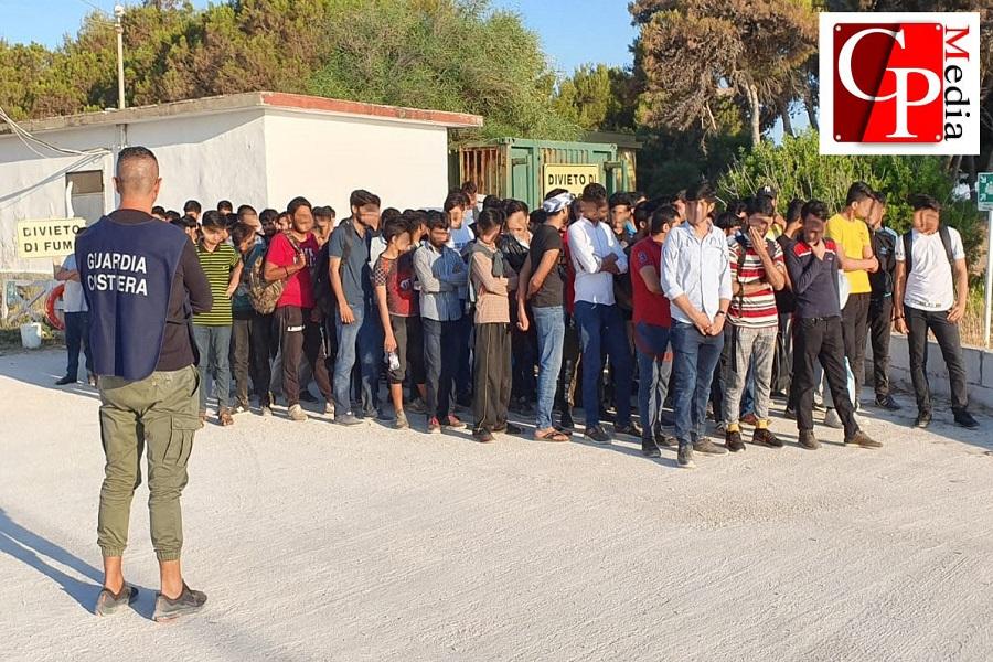 """Partiti i migranti sbarcati a Taranto, Melucci: """"Forse nuove rotte criminali"""""""