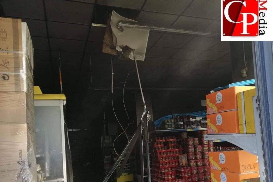 Paura per un incendio nel centro cittadino di Taranto