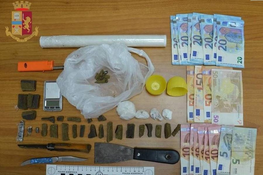 Hashish, cocaina ed eroina in casa