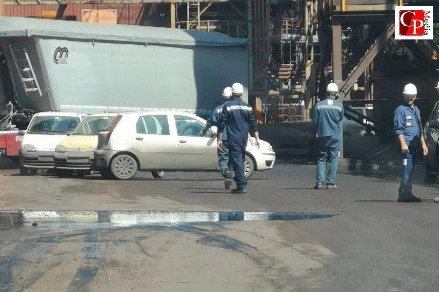 ArcelorMittal: bucata una condotta, si sversa catrame