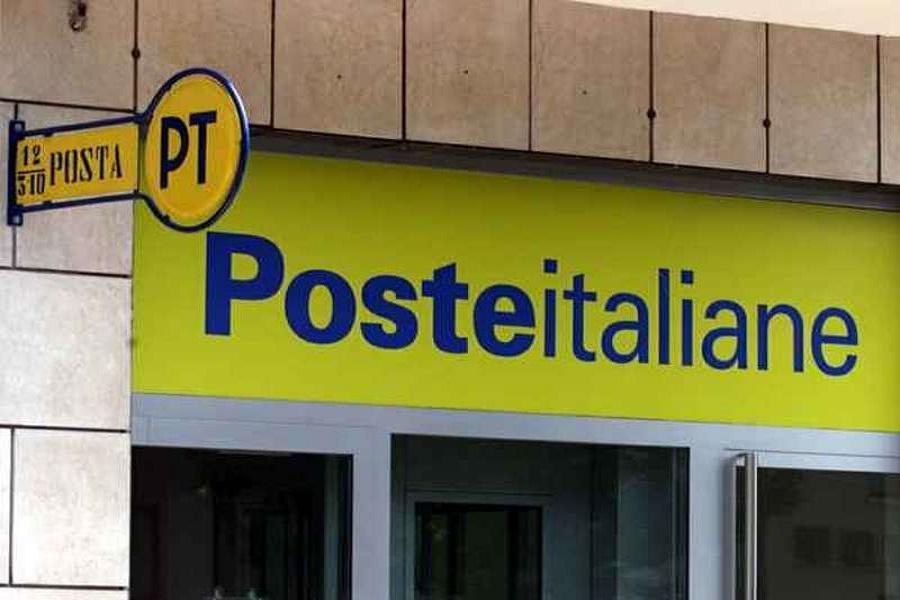 Si spaccia per poliziotto nell'ufficio postale, 30enne denunciato