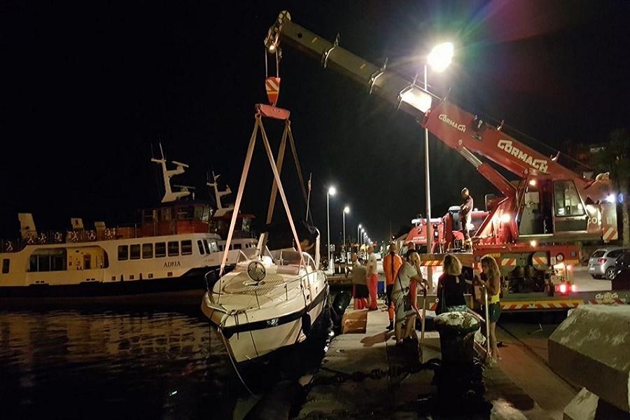 Taranto: VVF recuperano cabinato di 9 metri