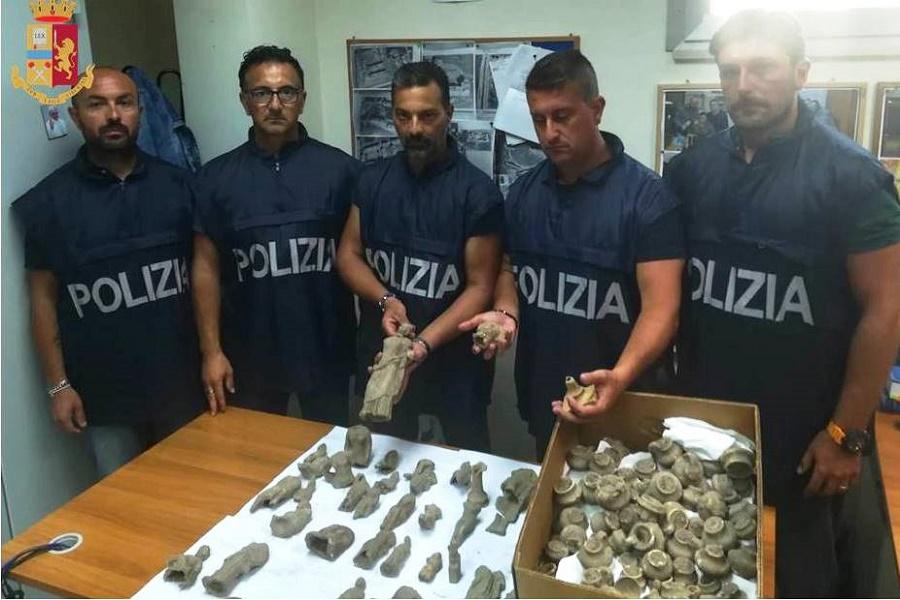 Taranto, recuperati dalla polizia otre 300 reperti archeologici