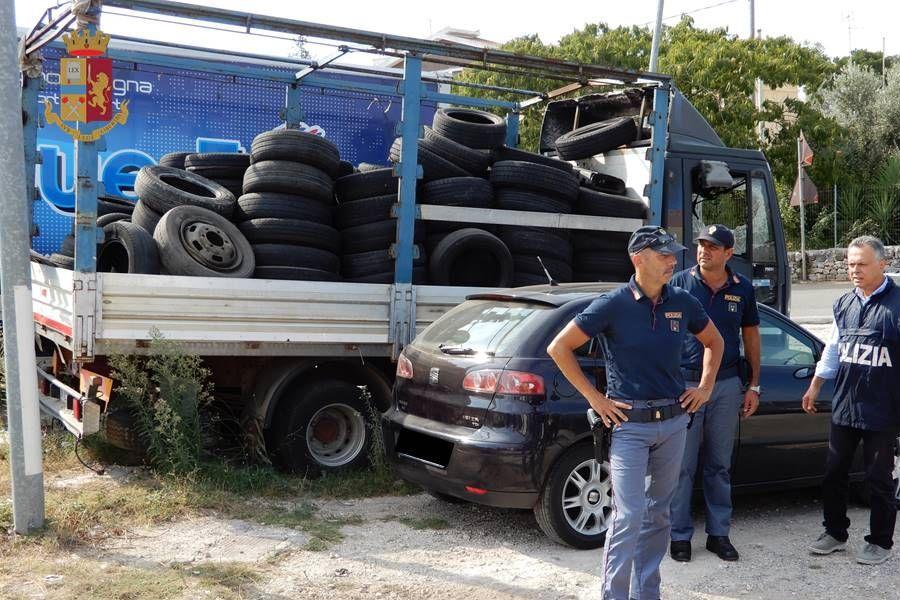 Sequestrati automezzi in una carrozzeria abusiva