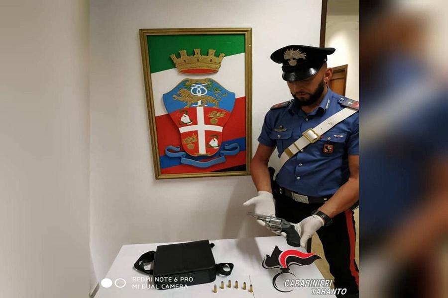 Girava armato di revolver: arrestato 47 enne