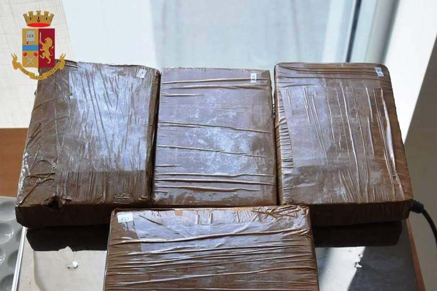 Due chili di droga in abitazione abbandonata
