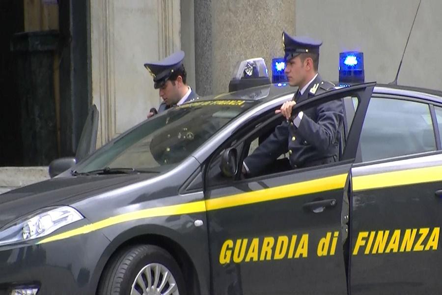 Intascano soldi pubblici: GdF sequestra beni per 4 mln di euro