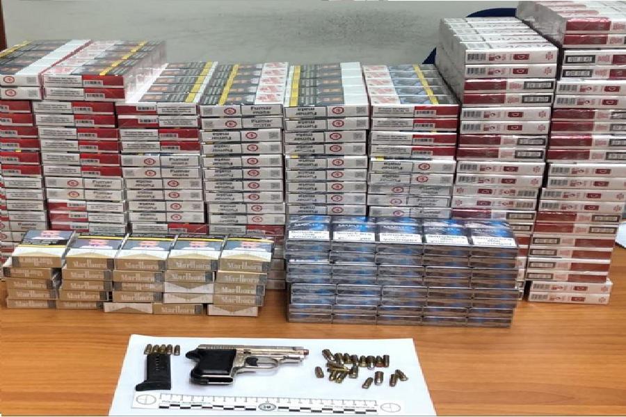 Sequestrati 16 kg di sigarette e una pistola