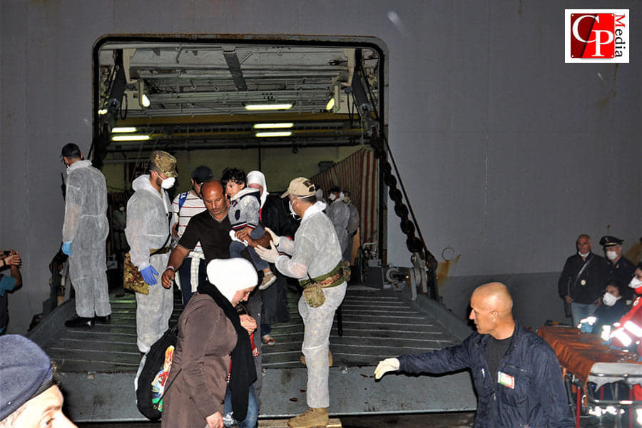 Nuovi sbarchi a Taranto: giunge l'Alan Kurdi