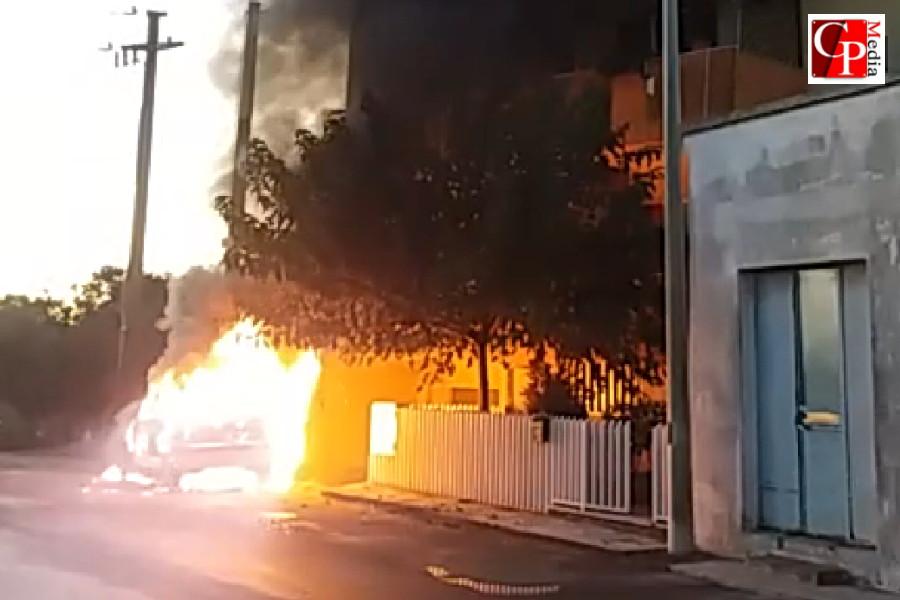 In fiamme l'auto di un assessore di Torricella
