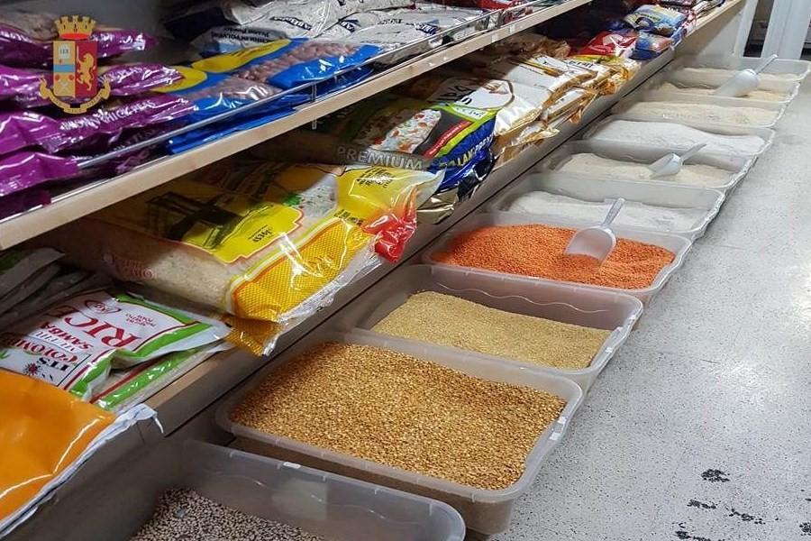 Sequestrati 130 chili di alimenti: sospesa attività