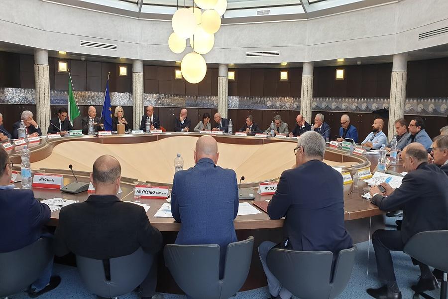 """La Camera di commercio incontra senatore Turco: """"Basta sola Ilva"""""""