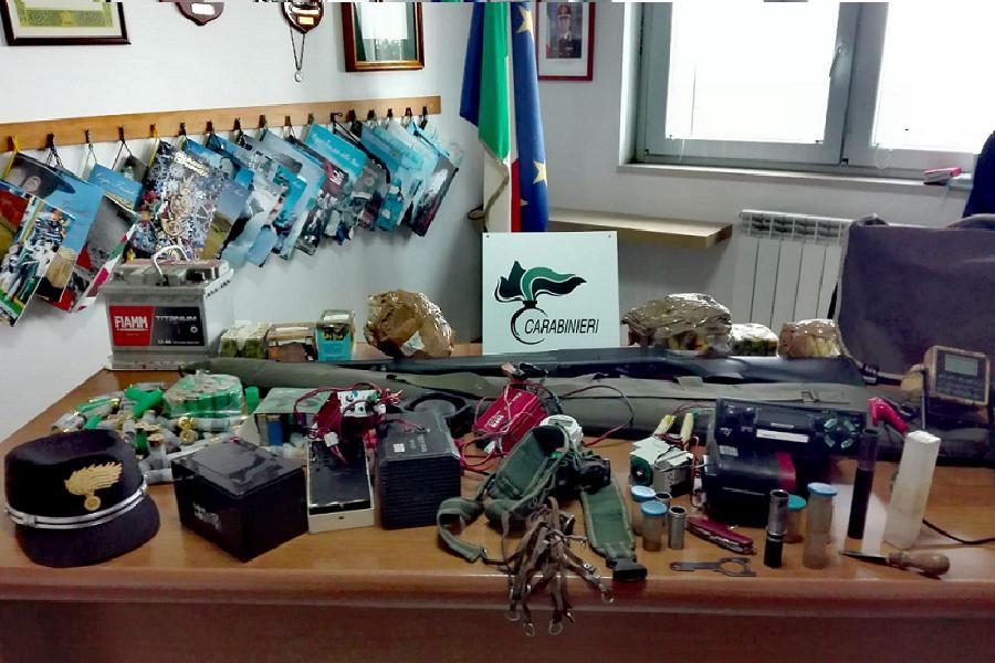 Forestali sequestrano armi e munizioni