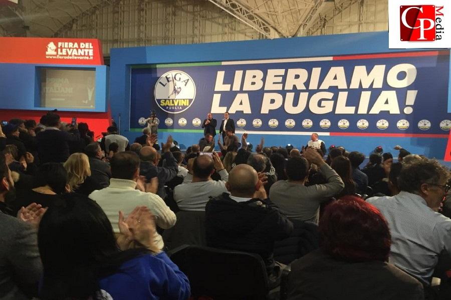 Matteo Salvini legge CosmoPolis