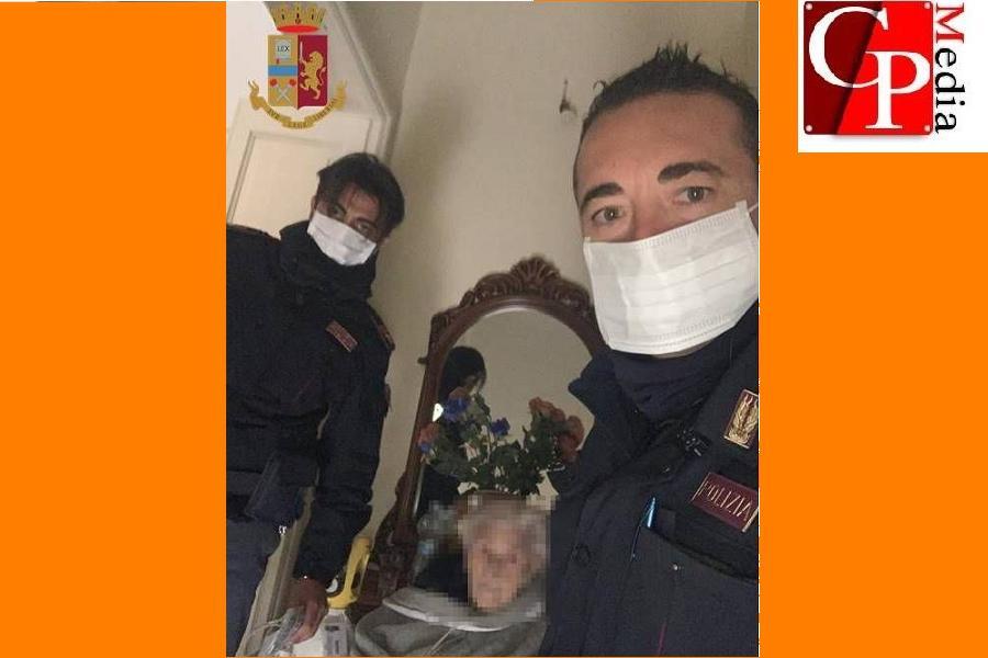 Principio di incendio in casa: anziana salvata dalla Polizia