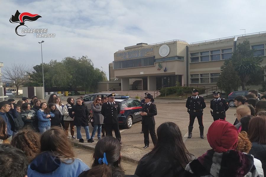 Manduria: i Carabinieri incontrano gli studenti