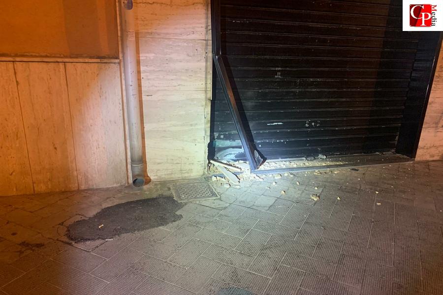 Taranto, bomba ad un centro scommesse