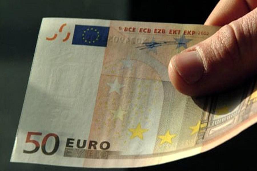 Taranto, pagano usando banconote da 50 euro false: denunciati due