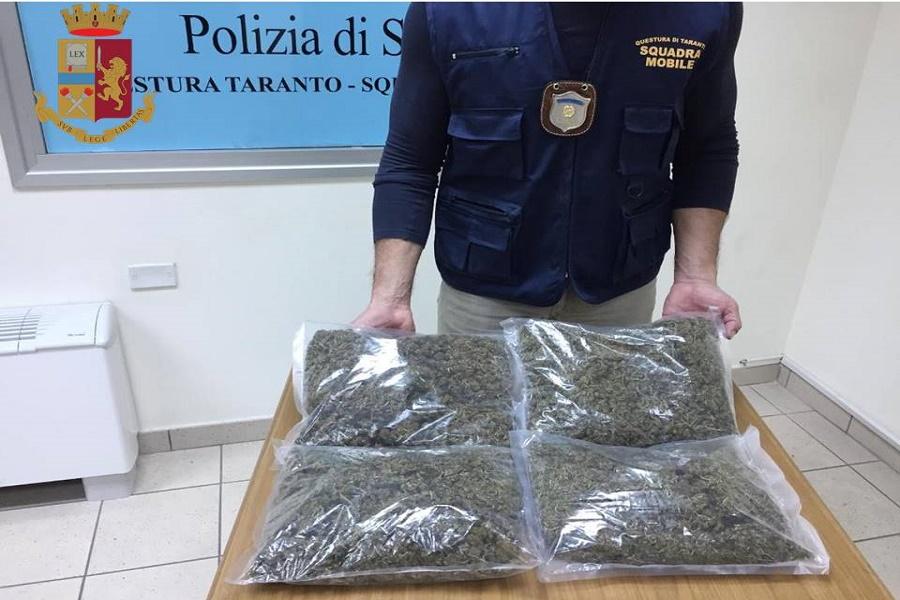 Taranto, alla stazione con oltre due chili di marijuana nella valigia